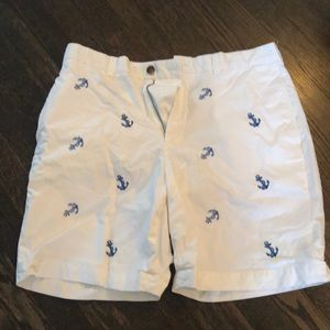 Brooks Brothers White shorts with anchors